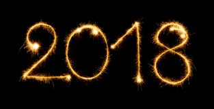 2018 com os chuveirinhos no fundo preto Fotografia de Stock
