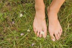 Com os pés descalços da mulher nova Fotografia de Stock