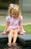 Com os pés descalços na associação Fotos de Stock