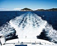 Com um iate em torno da ilha da Ilha de Elba Foto de Stock Royalty Free