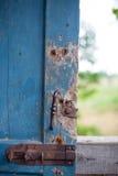 Com uma trava de porta quebrada fotografia de stock