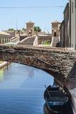 Comacchio - γέφυρες και βάρκες Στοκ Φωτογραφίες