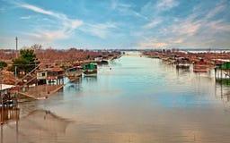 Comacchio, φερράρα, Ιταλία: αλιεία των καλυβών στη λιμνοθάλασσα Στοκ φωτογραφία με δικαίωμα ελεύθερης χρήσης