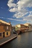Comacchio, canal et maisons de bord de mer Ferrare, Italie Image libre de droits