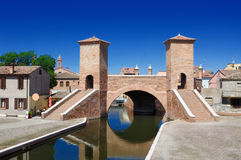 Comacchio,费拉拉,伊米莉亚-罗马甘,意大利Trepponti桥梁  库存照片