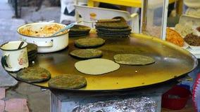 Comal mexicano grande e alimento fotografia de stock