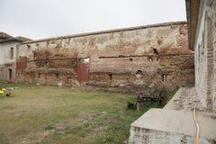 Comana fördärvar den kyrkliga gammala väggen Fotografering för Bildbyråer