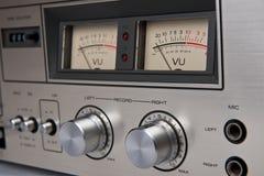 Comandi analogici della piattaforma stereo del nastro a cassetta d'annata Fotografie Stock Libere da Diritti
