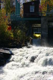 Comandi e cascata della diga Fotografie Stock Libere da Diritti
