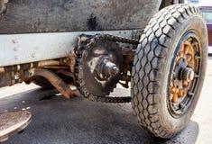 Comando a catena le ruote posteriori di una La americana Francia della retro automobile Fotografie Stock Libere da Diritti