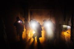 Comando di operazione militare del guardia forestale di notte fotografie stock libere da diritti