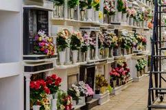 COMARES, HISZPANIA - 28 2018 CZERWA typowy Hiszpański cmentarz w ponownym obraz royalty free
