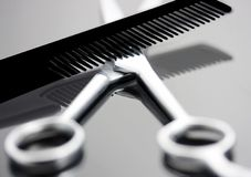 Free Comb And Scissors Royalty Free Stock Images - 5940479