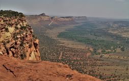 Comb Ridge. Is an 80 mile long monocline cutting through the center of the Colorado Plateau from Kayenta, Arizona to Blanding, Utah stock images