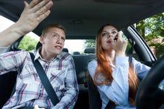 Combat au-dessus de maquillage dans la voiture Photo libre de droits