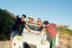 Combat au-dessus des directions en quelques vacances photo libre de droits