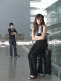Combat chinois asiatique de couples à l'aéroport Photographie stock