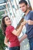 Combat de couples au-dessus d'argent, finances Photographie stock