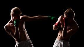 Combat de deux boxeurs images libres de droits