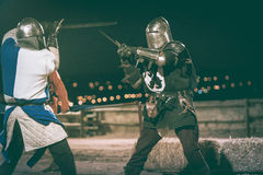 Combat de deux chevaliers photo libre de droits