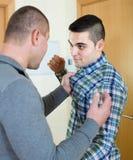Combat de deux mâles adultes d'intérieur Photo libre de droits