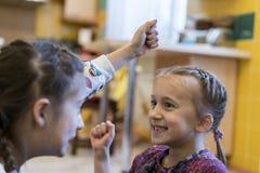 Combat de deux petites filles Photographie stock