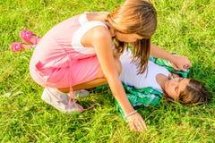 Combat de deux petites filles photographie stock libre de droits