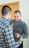 Combat de famille entre deux frères Image libre de droits