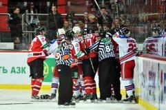 Combat de palyers d'hockey Photos libres de droits