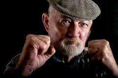 Combat de vieil homme images stock
