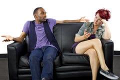 Combat Inter-racial de couples photos libres de droits