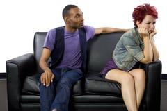 Combat Inter-racial de couples Images libres de droits