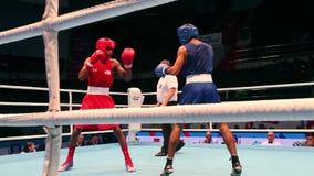Combate de boxeo cerca de metrajes