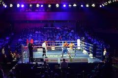 Combate de boxeo D.Arustamyan contra A.Vastin Imagen de archivo libre de regalías