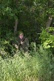 Combate militar de Fighting In Jungle del soldado del ejército fotografía de archivo libre de regalías