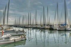 Combates en el puerto europeo foto de archivo