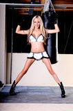 Combatiente atractivo de MMA imagen de archivo