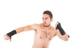 Combatiente duro de los artes marciales que lleva pantalones cortos negros Imagen de archivo libre de regalías
