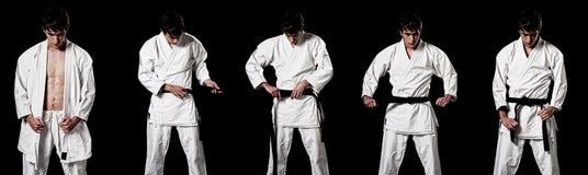 Combatiente masculino del karate que viste alto contraste del kimono foto de archivo libre de regalías
