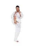 Combatiente que realiza postura del karate Fotos de archivo libres de regalías