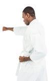 Combatiente que realiza postura del karate Imágenes de archivo libres de regalías