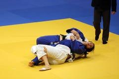 Combatientes femeninos del judo - técnica de la presentación Foto de archivo libre de regalías