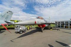 Combattant polyvalent, faucon de combat de F-16 de General Dynamics de chasseur de supériorité aérienne Photographie stock