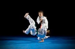 Combattants d'arts martiaux d'enfants images stock