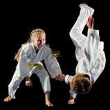 Combattants d'arts martiaux d'enfants photo libre de droits