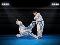 Combattants d'arts martiaux de garçons photo libre de droits