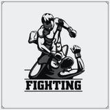 Combattants des arts mélangés martiaux Emblème de club de sport Illustration de vecteur illustration stock