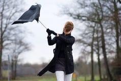 Combattendo contro il vento Fotografie Stock Libere da Diritti