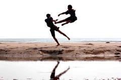 Combattendo vicino alla spiaggia Fotografia Stock Libera da Diritti