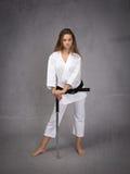Combattente che sta con la cintura nera Fotografie Stock